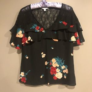 SPECIAL PRICE 🎀 Black floral blouse size M